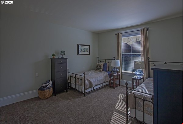 Fully furnished, spacious, and light-filled top floor duplex Home Rental in Portland 9 - thumbnail