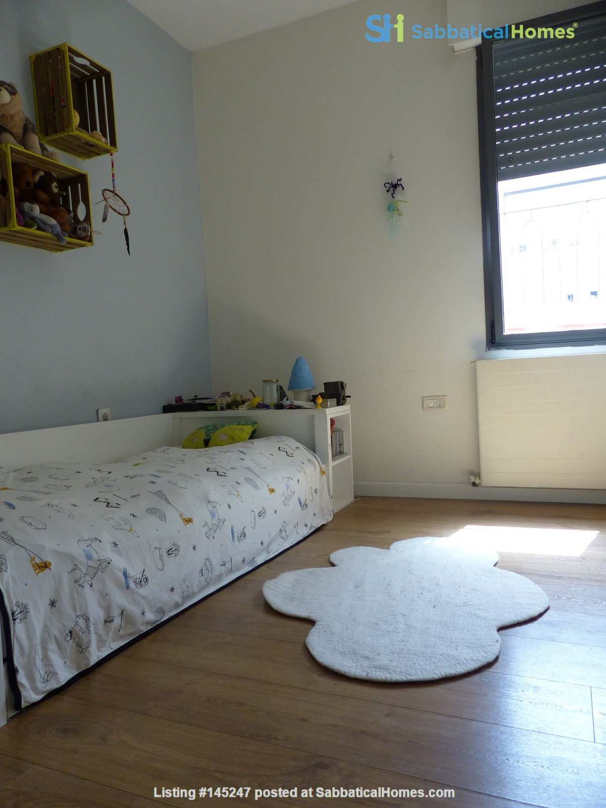 Bright renovated apartment (2BR) with great views near Givat Ram Home Rental in Jerusalem, Jerusalem District, Israel 4