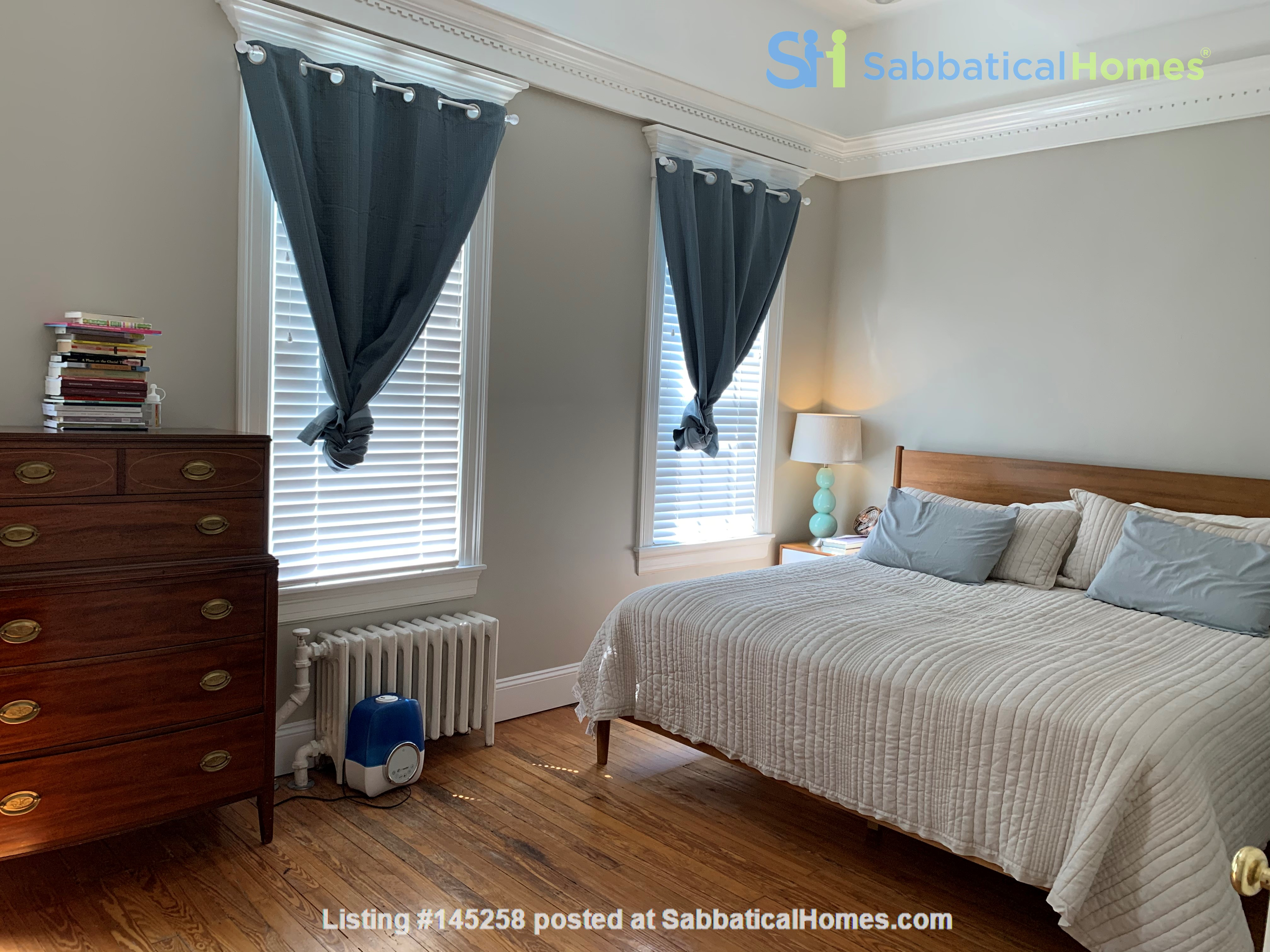 Charming 1919 rowhouse in East Capitol Hill Home Rental in Washington, District of Columbia, United States 5