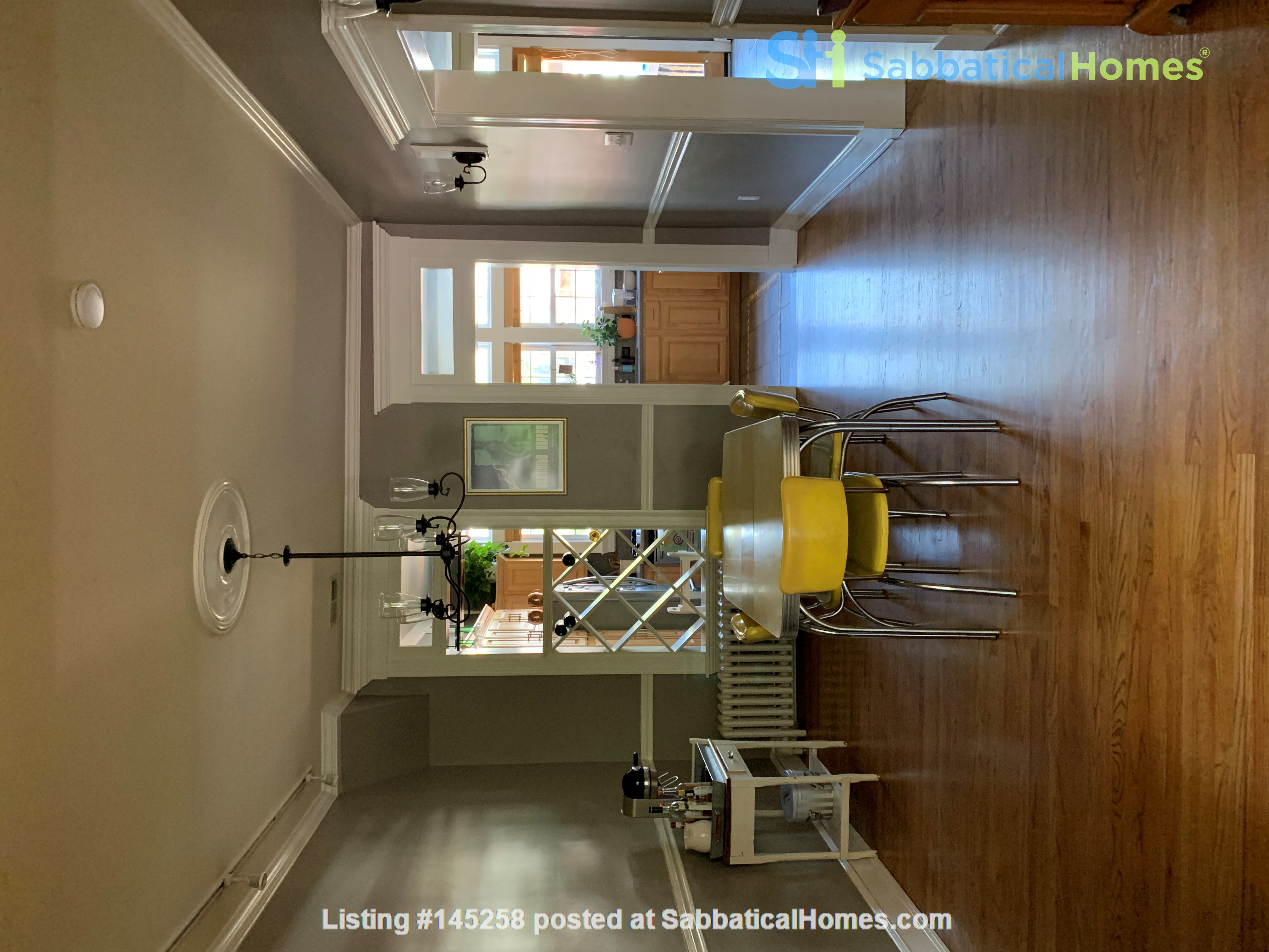 Charming 1919 rowhouse in East Capitol Hill Home Rental in Washington, District of Columbia, United States 2