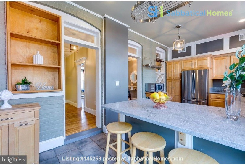 Charming 1919 rowhouse in East Capitol Hill Home Rental in Washington, District of Columbia, United States 3