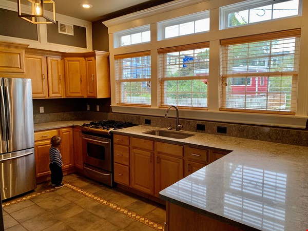 Charming 1919 rowhouse in East Capitol Hill Home Rental in Washington 4 - thumbnail