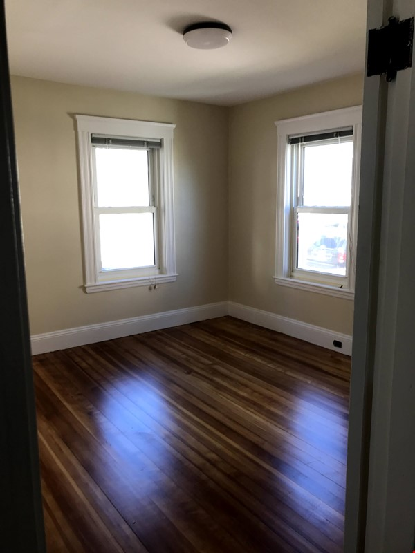 SOMERVILLE NEWLY RENOVATED APARTMENT WALKING DISTANCE FROM HARVARD Home Rental in Somerville 7 - thumbnail