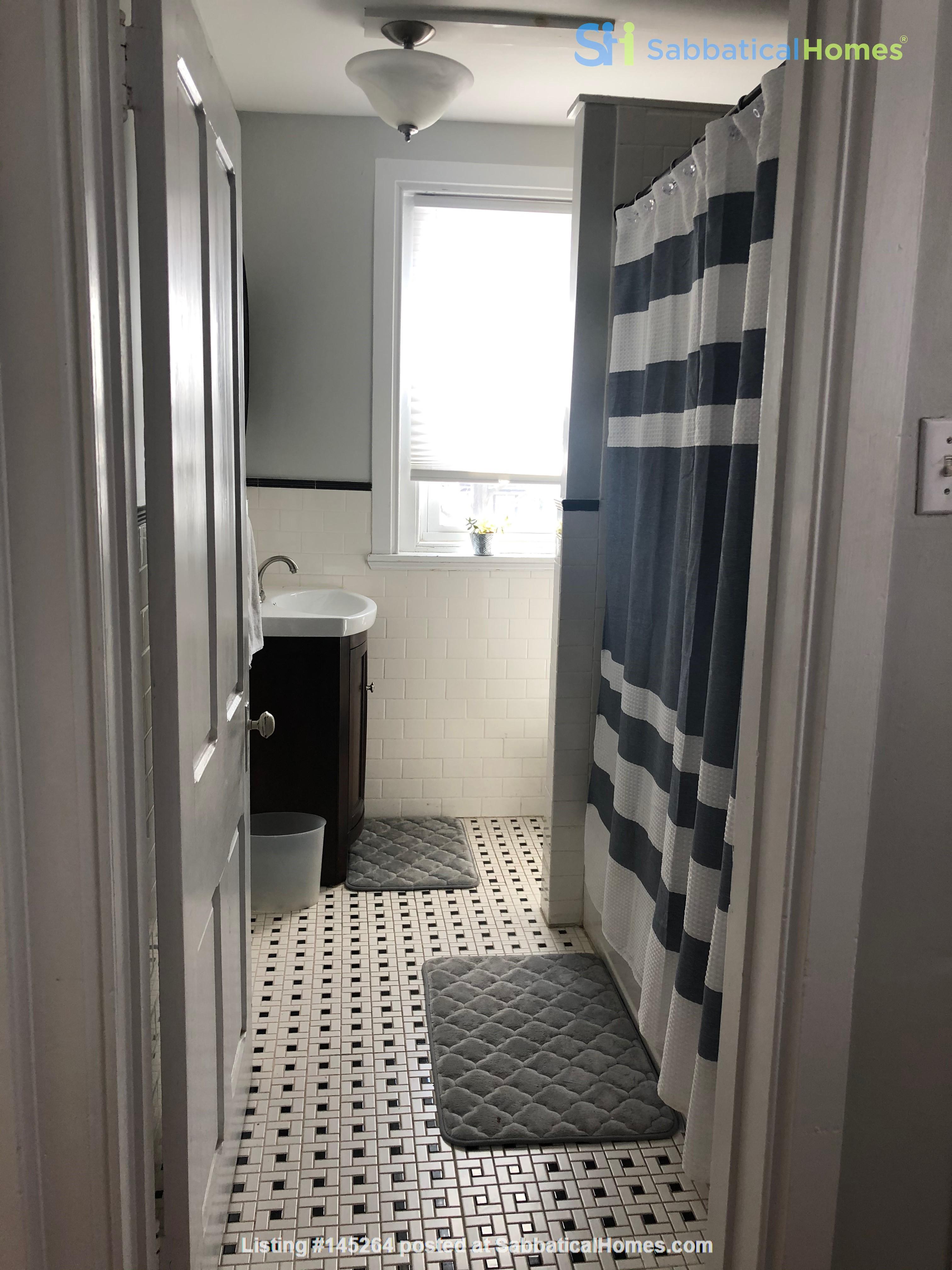 3 beds / 1 bath upper duplex in Bryn Mawr, PA Home Rental in Bryn Mawr, Pennsylvania, United States 2