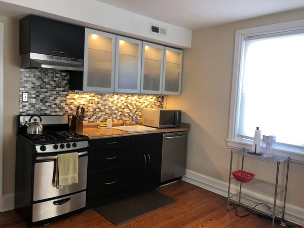 3 beds / 1 bath upper duplex in Bryn Mawr, PA Home Rental in Bryn Mawr 1 - thumbnail