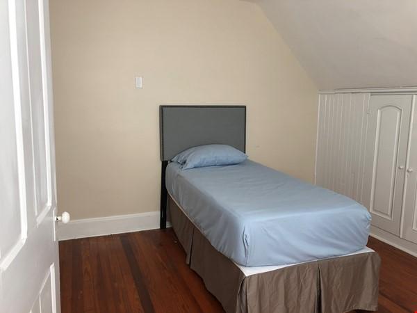 3 beds / 1 bath upper duplex in Bryn Mawr, PA Home Rental in Bryn Mawr 5 - thumbnail