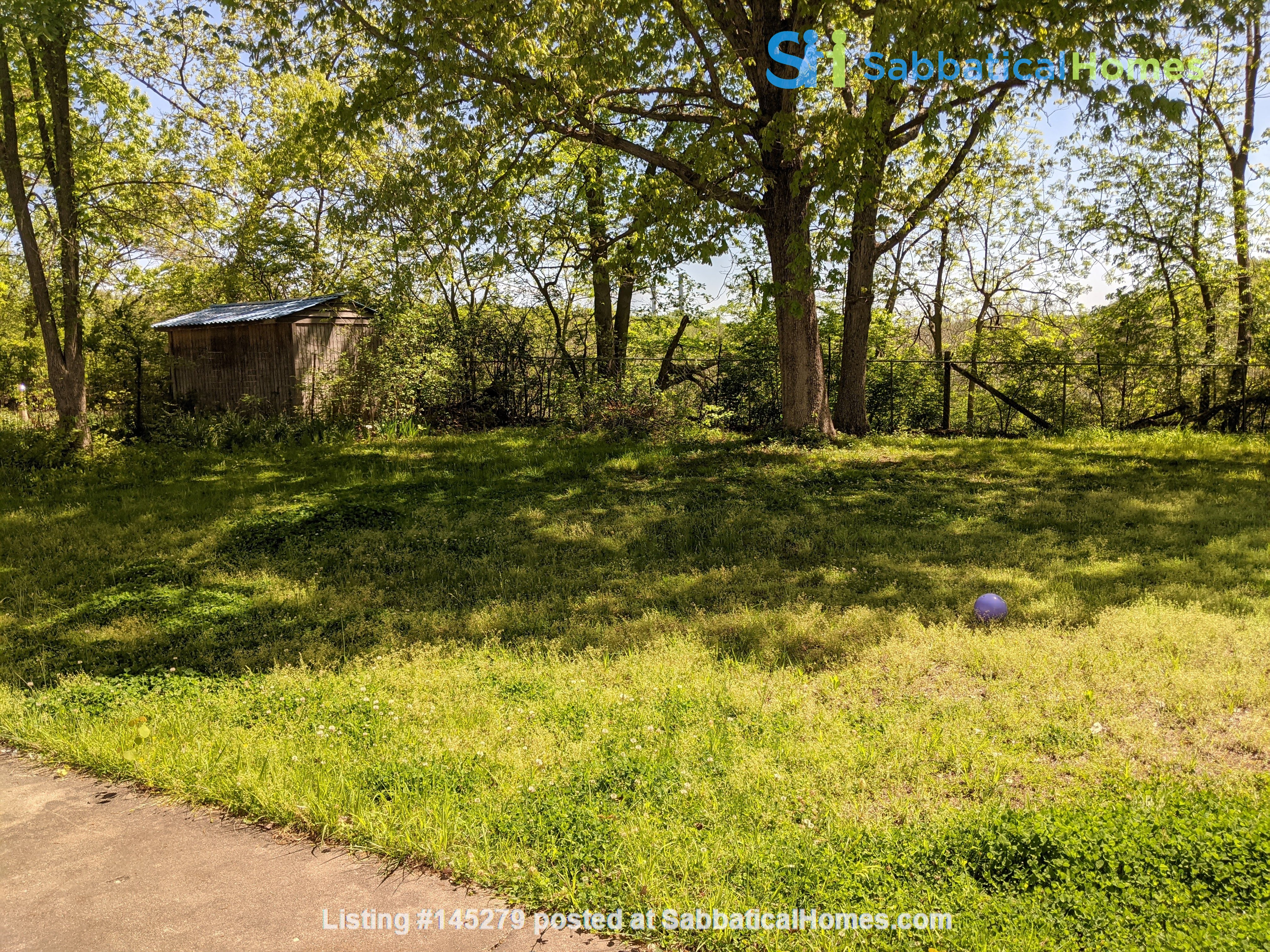 Looking to rent out our little white house on the hill Home Rental in Columbia, Missouri, United States 9