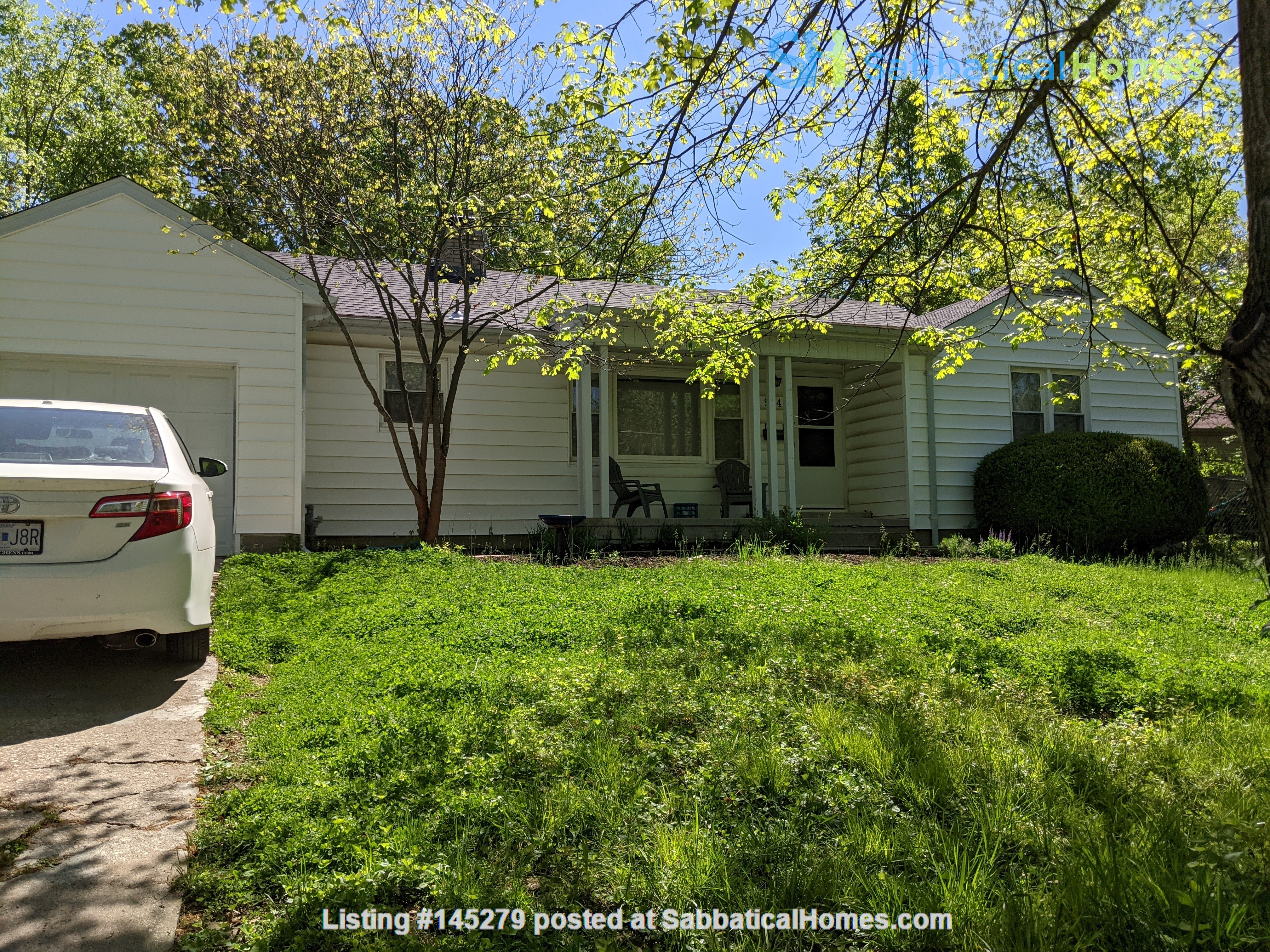 Looking to rent out our little white house on the hill Home Rental in Columbia, Missouri, United States 0