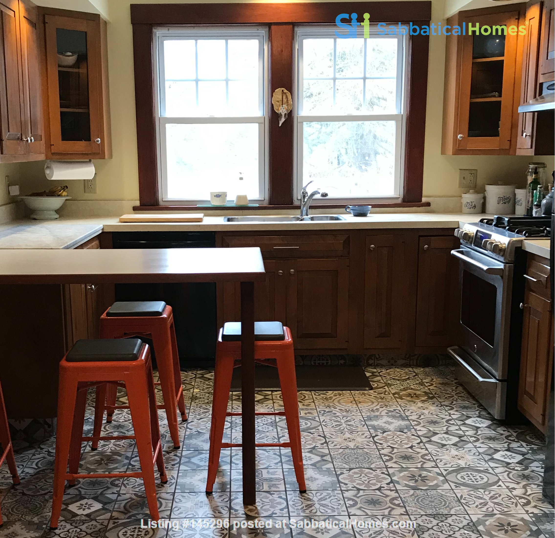 Charming 4 bedroom home in Williamstown - walk to campus and downtown Home Rental in Williamstown, Massachusetts, United States 2