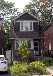 Three bedroom detached family home on dead end street Home Rental in Toronto 8 - thumbnail