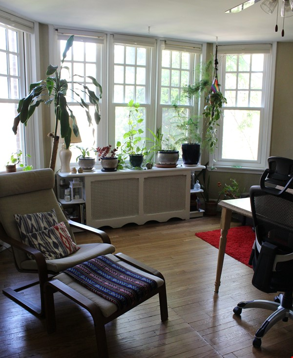 1 BR Condo for long-term lease comes w pool, gym and charm! Home Rental in Philadelphia 1 - thumbnail