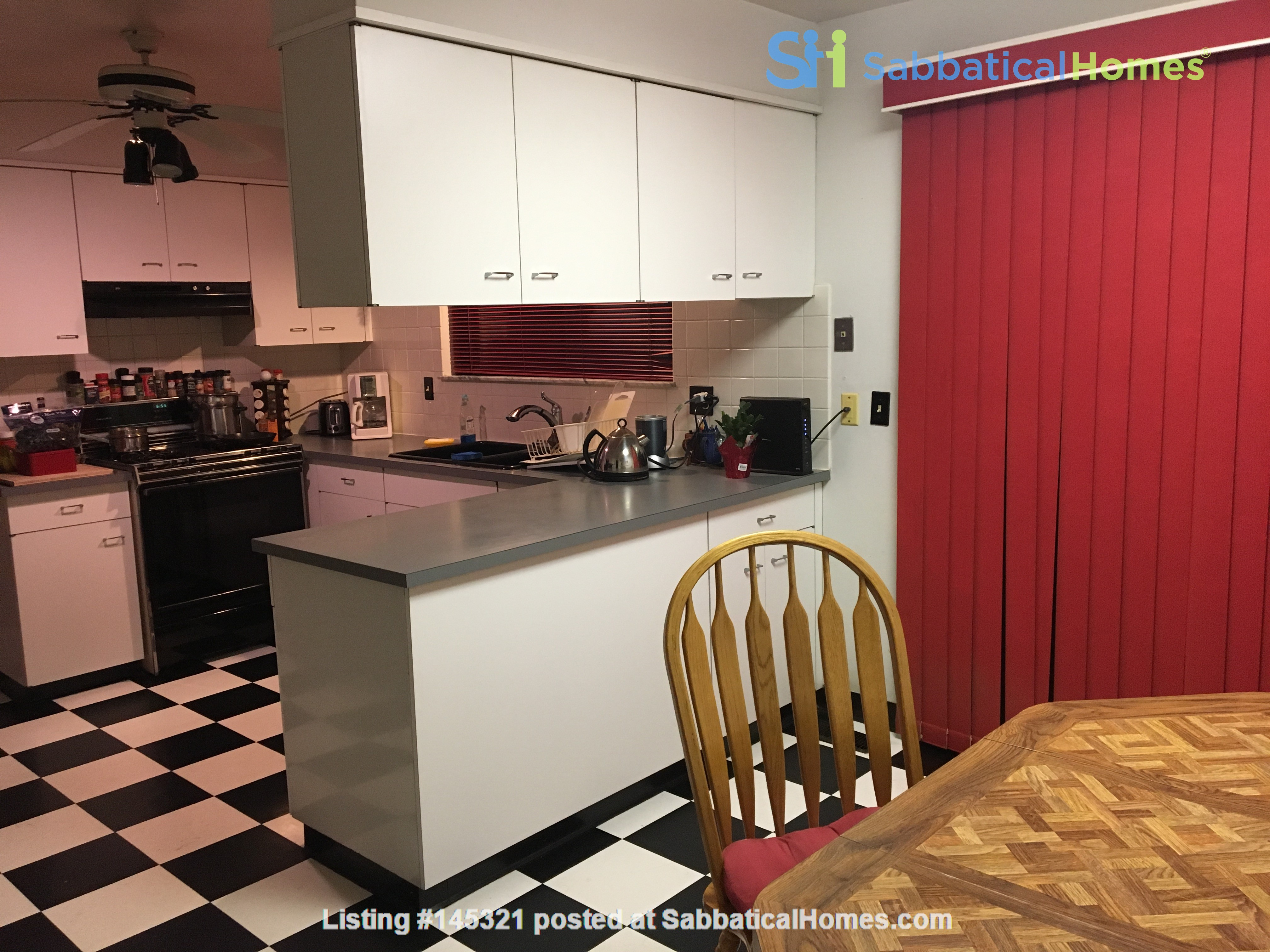 Lovely four bedroom house, wooded setting near UM Central campus & hospital Home Rental in Ann Arbor, Michigan, United States 5
