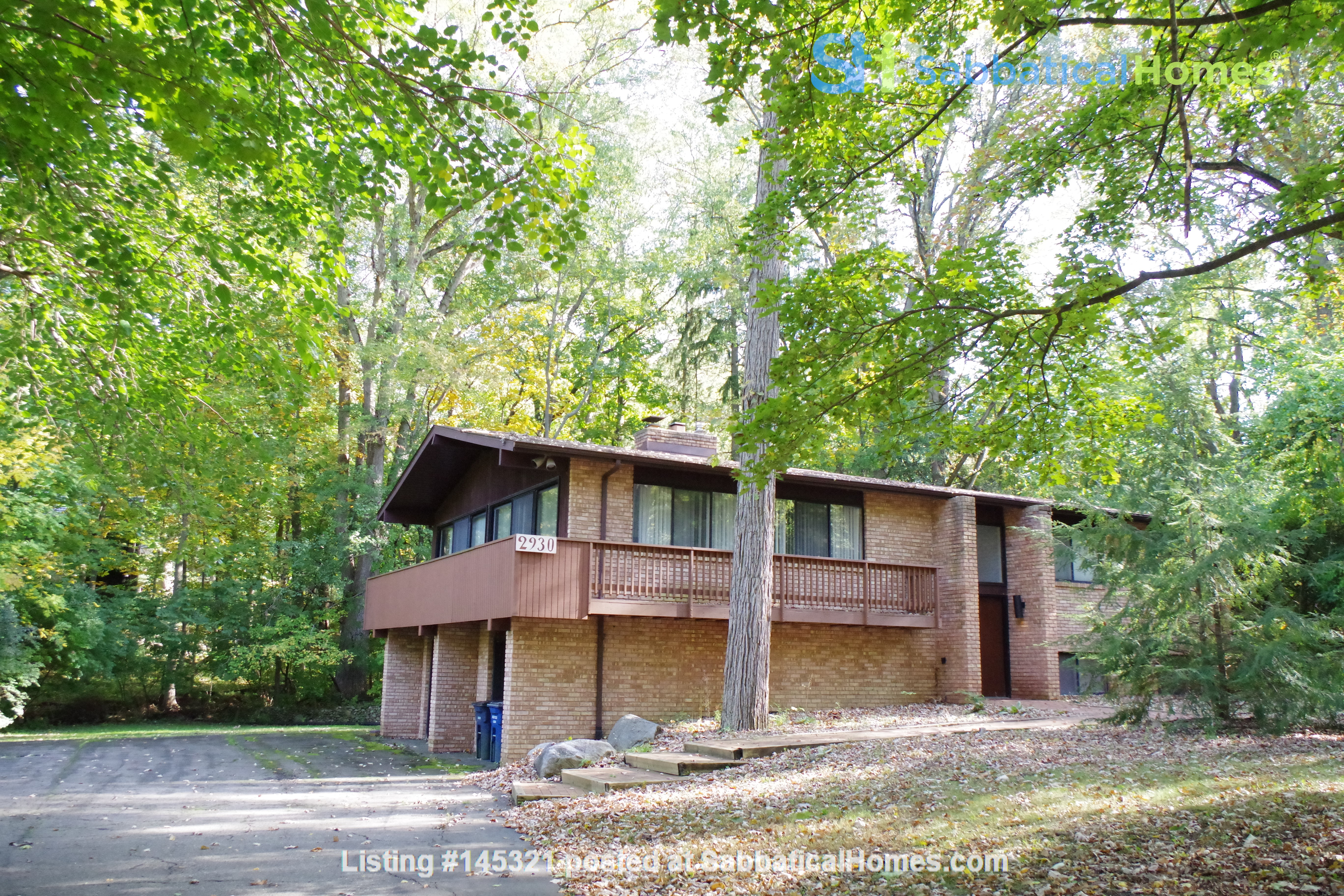 Lovely four bedroom house, wooded setting near UM Central campus & hospital Home Rental in Ann Arbor, Michigan, United States 1