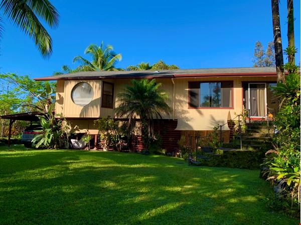 Coastal Kaloli Point Artist Residence Eco-Farm Home Rental in Keaau 4 - thumbnail