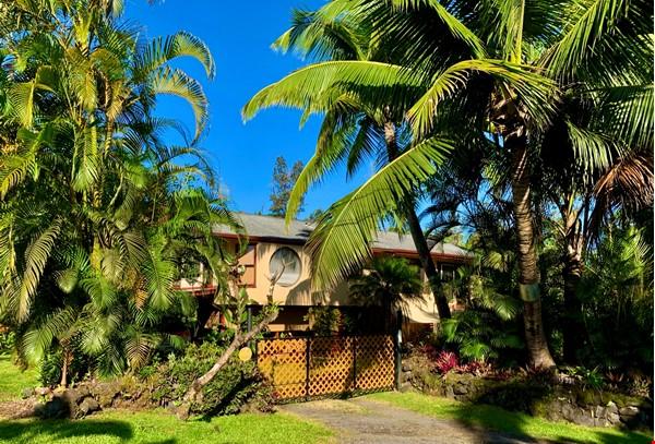 Coastal Kaloli Point Artist Residence Eco-Farm Home Rental in Keaau 1 - thumbnail