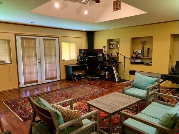 Coastal Kaloli Point Artist Residence Eco-Farm Home Rental in Keaau 6 - thumbnail
