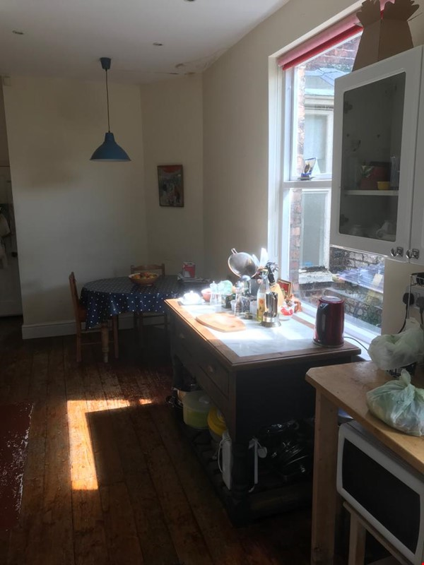 Close to Manchester's universities! Lovely quiet Victorian terraced house Home Rental in Stretford 3 - thumbnail