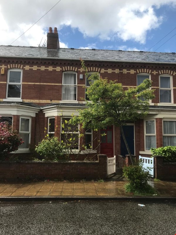 Close to Manchester's universities! Lovely quiet Victorian terraced house Home Rental in Stretford 0 - thumbnail