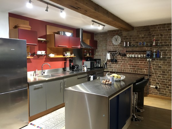 Stunning 1850s warehouse conversion in central London, near The Shard. Home Rental in  5 - thumbnail