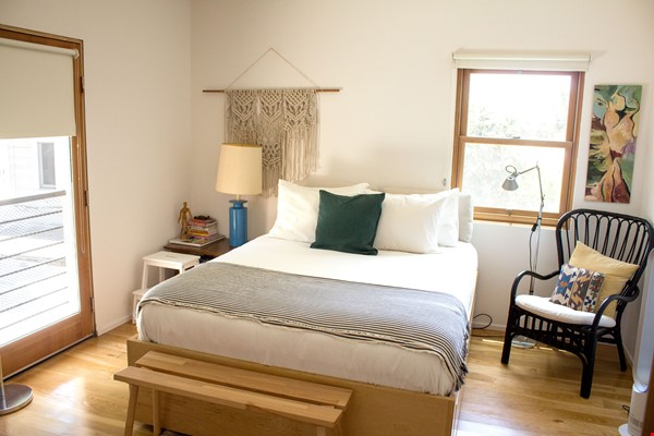 Charming Home in the heart of Echo Park Home Rental in Los Angeles 6 - thumbnail