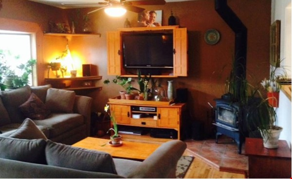 Well-kept house, large yard, pet friendly, walk to CU campus, trails. Home Rental in Boulder 8 - thumbnail