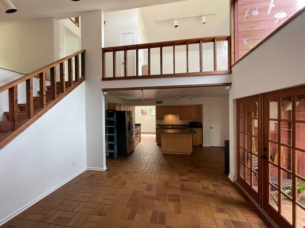 Rustic Modern w/open floor plan, resting in bamboo, palms, & tropical fruit Home Rental in Tampa 2 - thumbnail