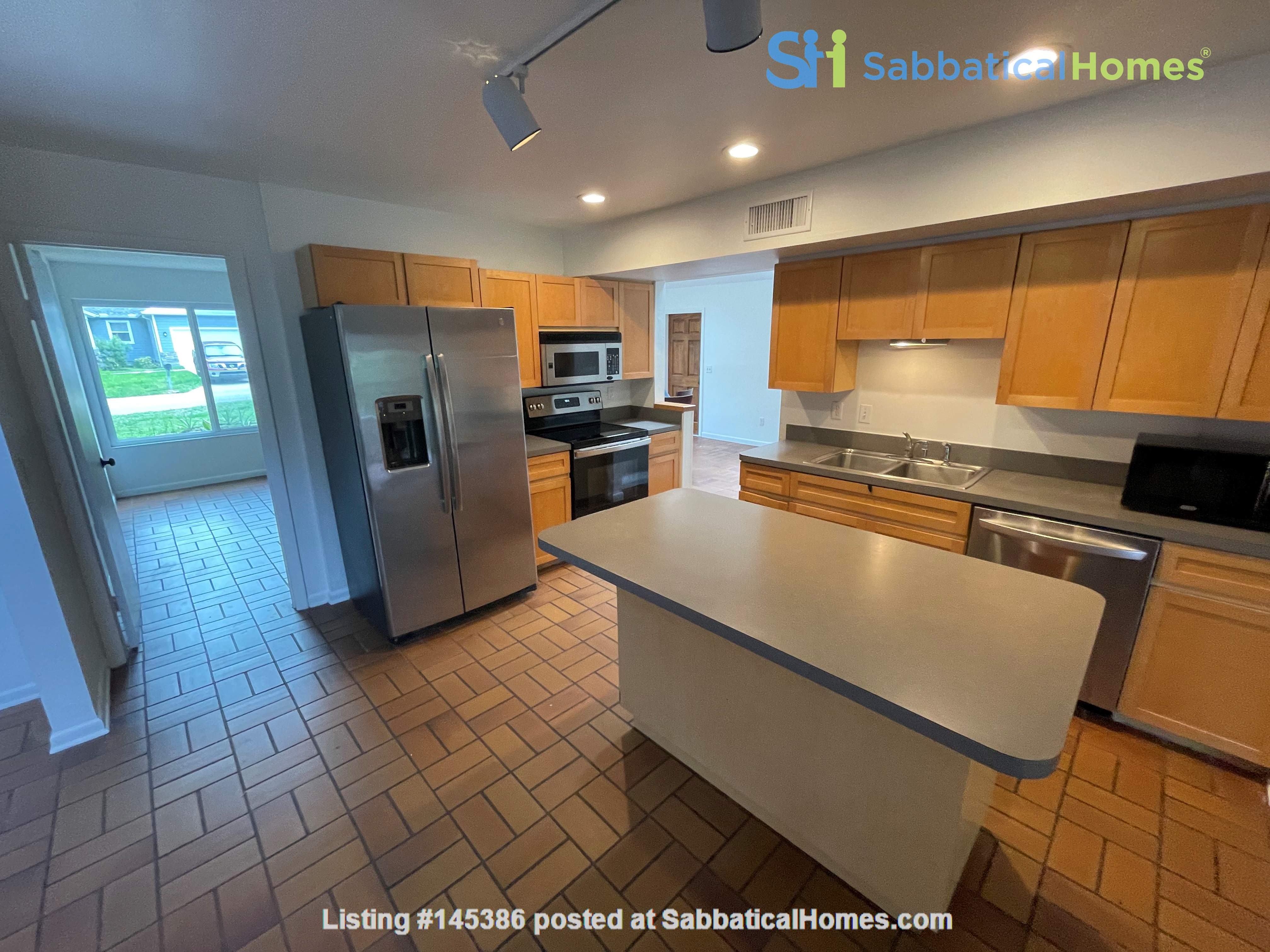Rustic Modern w/open floor plan, resting in bamboo, palms, & tropical fruit Home Rental in Tampa, Florida, United States 3