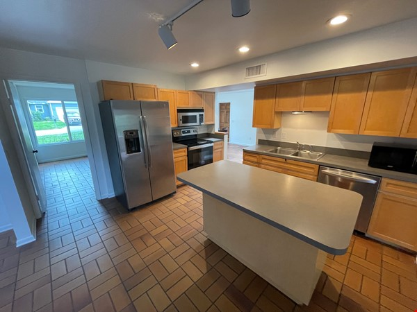 Rustic Modern w/open floor plan, resting in bamboo, palms, & tropical fruit Home Rental in Tampa 3 - thumbnail