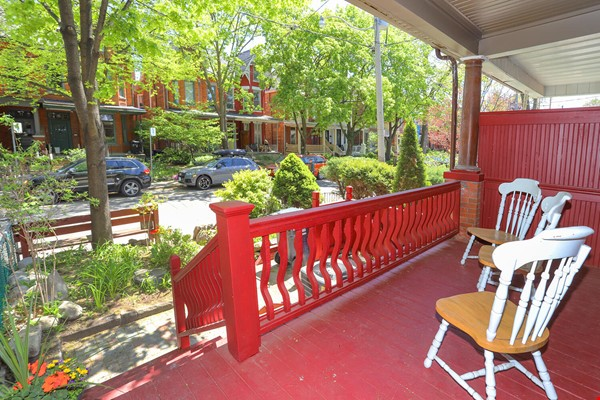 Large House Well-Situated Downtown for Study, Work and Family Adventures Home Rental in Toronto 0 - thumbnail