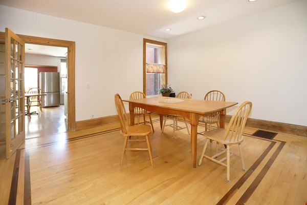 Large House Well-Situated Downtown for Study, Work and Family Adventures Home Rental in Toronto 3 - thumbnail