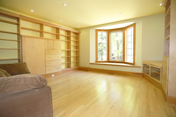 Large House Well-Situated Downtown for Study, Work and Family Adventures Home Rental in Toronto 5 - thumbnail