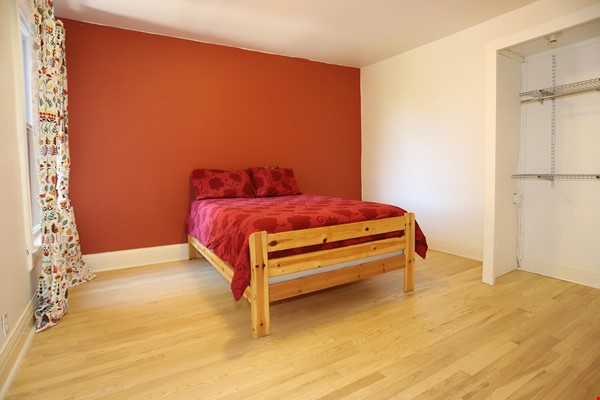 Large House Well-Situated Downtown for Study, Work and Family Adventures Home Rental in Toronto 6 - thumbnail