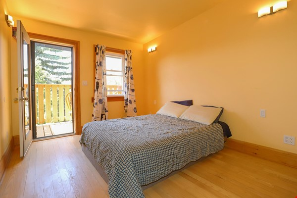Large House Well-Situated Downtown for Study, Work and Family Adventures Home Rental in Toronto 8 - thumbnail