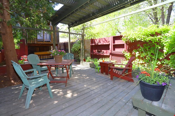 Large House Well-Situated Downtown for Study, Work and Family Adventures Home Rental in Toronto 9 - thumbnail