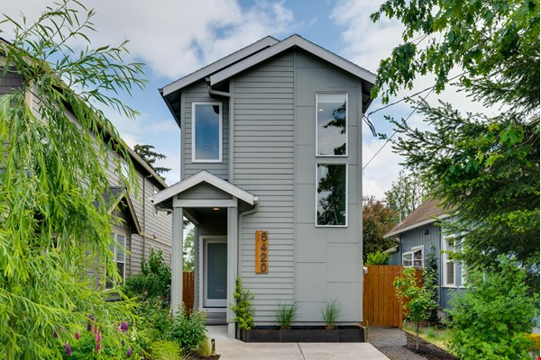Fully furnished 3 bed, 2.5 bath home with gym in SE Portland Home Rental in Portland 0 - thumbnail