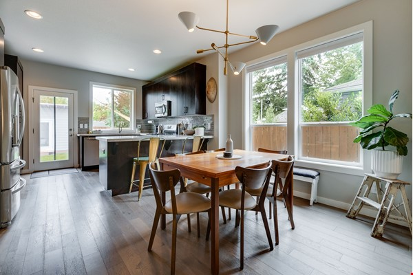 Fully furnished 3 bed, 2.5 bath home with gym in SE Portland Home Rental in Portland 3 - thumbnail