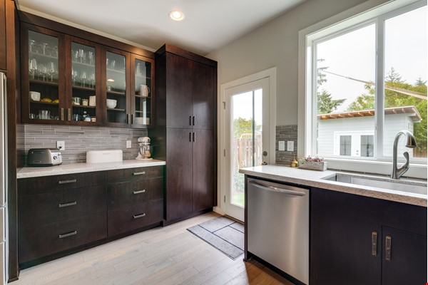 Fully furnished 3 bed, 2.5 bath home with gym in SE Portland Home Rental in Portland 5 - thumbnail