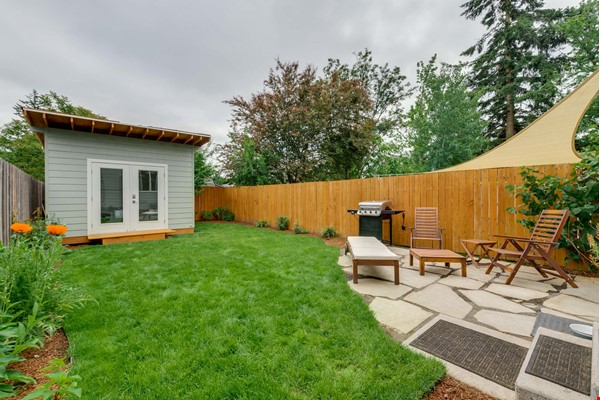 Fully furnished 3 bed, 2.5 bath home with gym in SE Portland Home Rental in Portland 9 - thumbnail