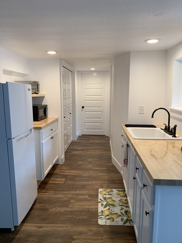 Light and airy basement apartment in quiet urban bungalow home Home Rental in Portland 3 - thumbnail