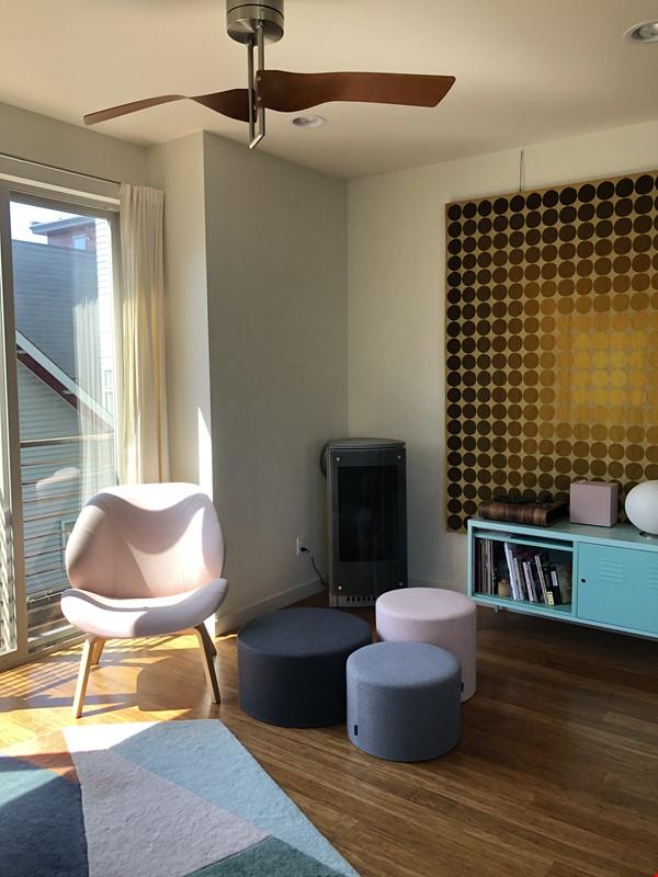 Sunny, modern townhouse-- best neighborhood in Seattle! Home Rental in Seattle 1 - thumbnail