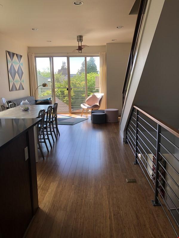 Sunny, modern townhouse-- best neighborhood in Seattle! Home Rental in Seattle 0 - thumbnail