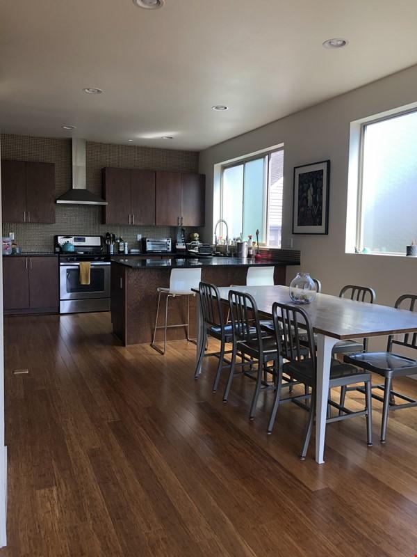 Sunny, modern townhouse-- best neighborhood in Seattle! Home Rental in Seattle 2 - thumbnail