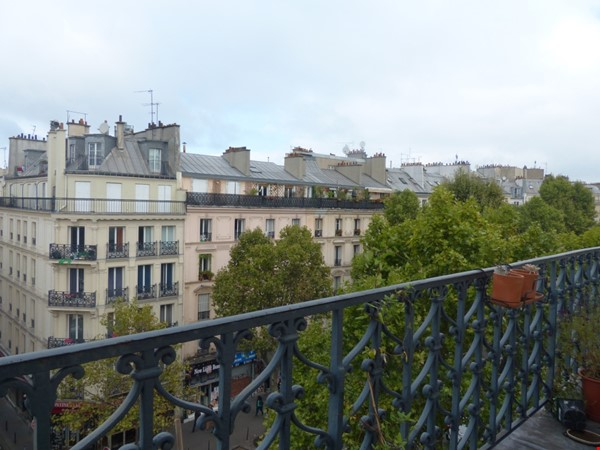 Spacious and Sunny 2BR  Apartment in the Heart of Paris Home Rental in Paris 8 - thumbnail