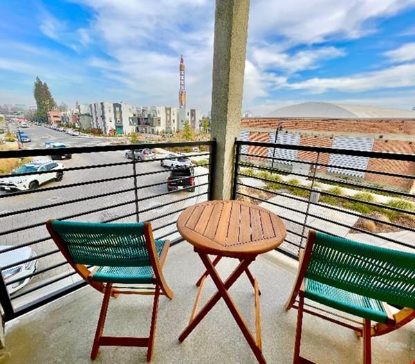 Cozy Downtown Sacramento Townhome Home Rental in Sacramento 2 - thumbnail