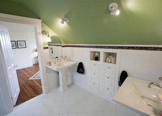 Beautifully restored, light filled Victorian in terrific neighborhood Home Rental in SF 9 - thumbnail