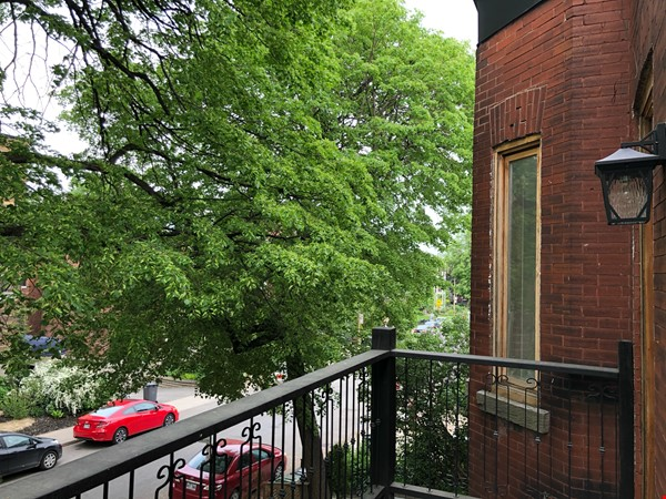 Luxurious NYC-style exposed red brick upper duplex 2brm & 2bth (~1200sf)! Home Rental in Montréal 3 - thumbnail