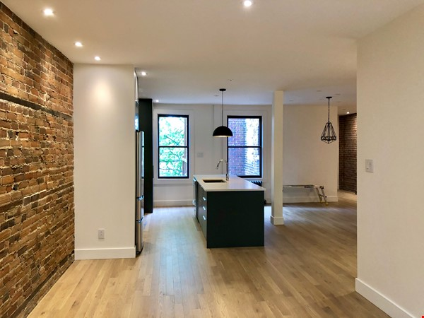 Luxurious NYC-style exposed red brick upper duplex 2brm & 2bth (~1200sf)! Home Rental in Montréal 6 - thumbnail