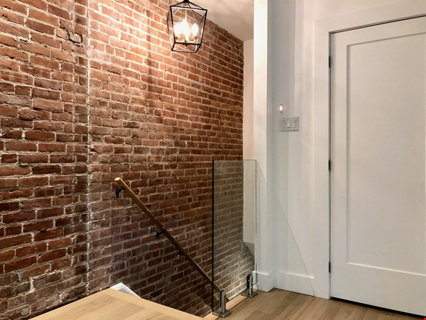 Luxurious NYC-style exposed red brick upper duplex 2brm & 2bth (~1200sf)! Home Rental in Montréal 8 - thumbnail