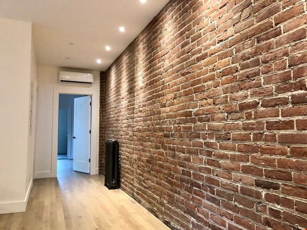 Luxurious NYC-style exposed red brick upper duplex 2brm & 2bth (~1200sf)! Home Rental in Montréal 9 - thumbnail
