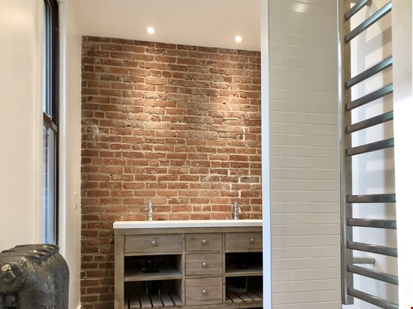 Luxurious NYC-style exposed red brick upper duplex 2brm & 2bth (~1200sf)! Home Rental in Montréal 7 - thumbnail